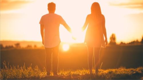 太陽の中のカップル