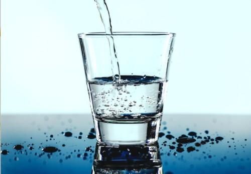 コップいっぱいの水