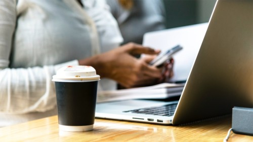 コンピューターとコーヒー